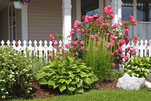 Flower bed ideas top images about flower bed ideas on for Narrow flower bed ideas